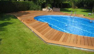 Holzbau Stocks – Terrasse – Sonnendeck um Pool